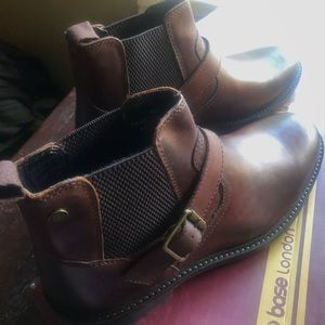 Base London Morrow Leather Chelsea Boots